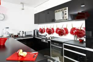 küche spritzschutz küche wandgestaltung farbiger glas spritzschutz