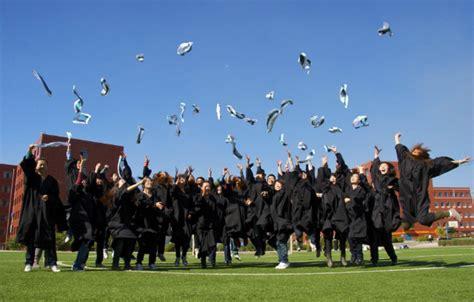 大学毕业生照片采集穿衣方面有哪些注意的?最好穿什么颜色的衣服?头型呢?_百度知道