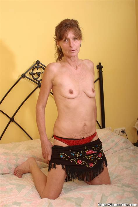 Saggy Grandma Vikki Gets Hairy Pussy Fingered Pichunter