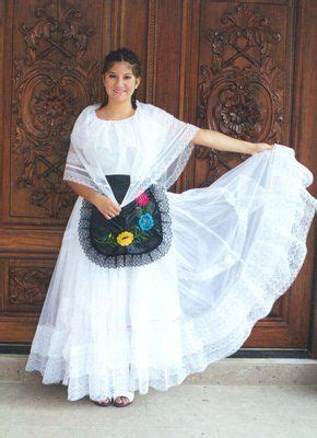Girl in traditional dress of Veracruz MEXICO Vestidos