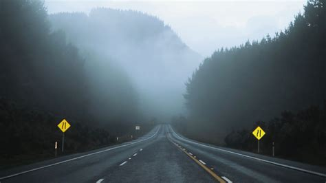 Download wallpaper 3840x2160 road, fog, asphalt, movement ...