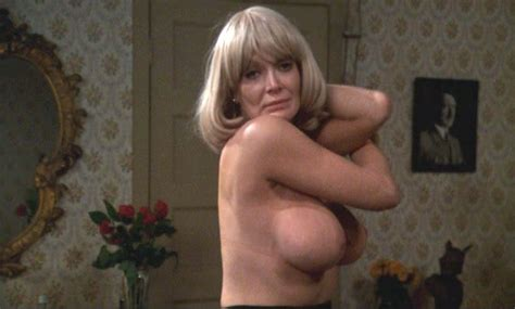 courtney-thorne-smith-in-the-nude-family-bed-nude
