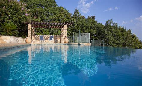 26 Luxury Swimming Pools Austin