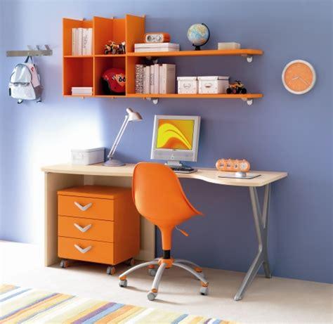Mensole Arancioni Come Arredare L Angolo Studio Per Bambini Casanoi