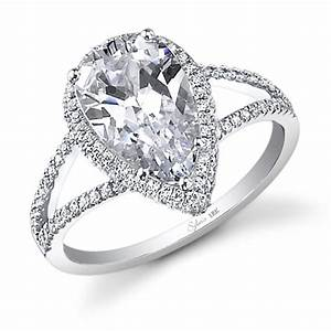 Glamorous pear shaped diamond engagement rings for her for Wedding bands for pear shaped rings