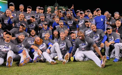 Hernandez hits 3 HRs, Dodgers top Cubs to reach World ...