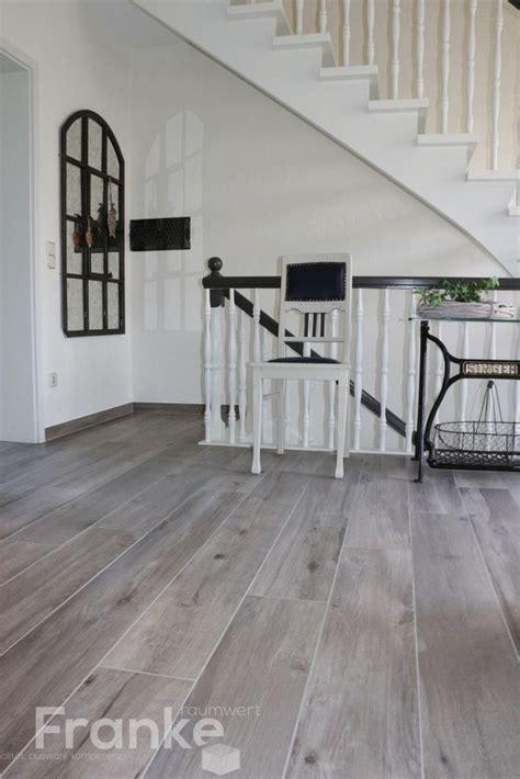 Fußboden Fliesen Bad by Flur Fliesen Grau