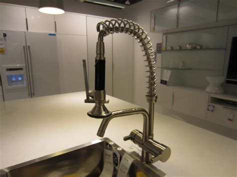 The Beauty Of Modernized Stainless Commercial Kitchen