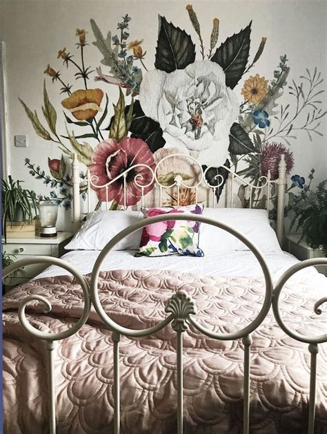 To help you along the way and inspire you, here we share our best suggestions on how to create your perfect gallery wall. 22 Bohemian Decor Essentials for Boho Chic Style | Wall murals bedroom, Decor essentials, Boho ...