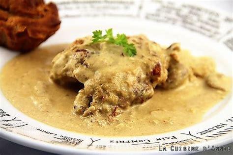 cuisiner le lapin en cocotte recette lapin à la moutarde à la cocotte la cuisine
