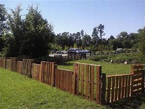 Zero dollar wood pallet fences easy diy and crafts for Easy dog fence ideas