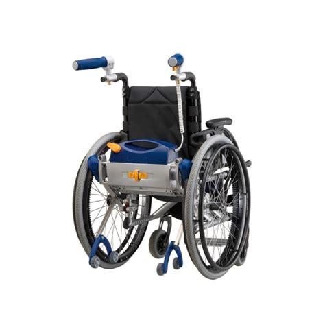 rollstuhl mit motor schiebe und bremshilfe v max schiebe und bremshilfen