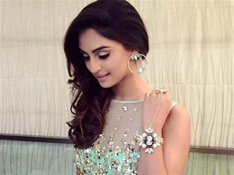 Tv Serial - beautiful indian tv serial krystle dsouza