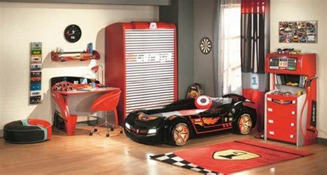chambre voiture garcon lit enfant idées déco originales pour la chambre des petits