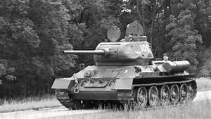 WW2 Russian T-34-85 Tank Battle 2 June 2013 - YouTube