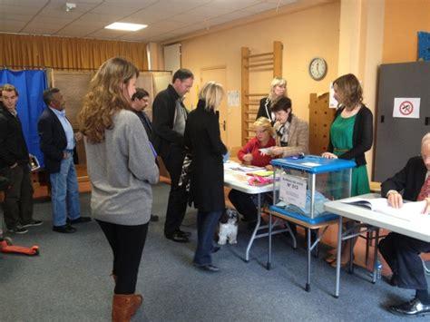 organisation d un bureau de vote rhône les militants ps votent pour leurs candidats aux