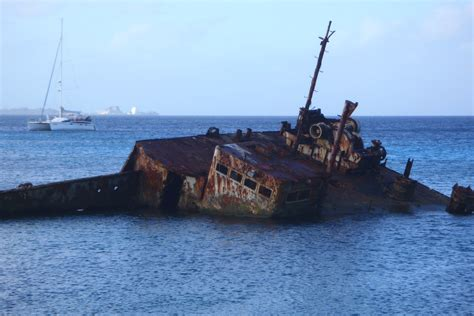 File:A ship wreck off the coast of Ebeye, Marshall Islands ...