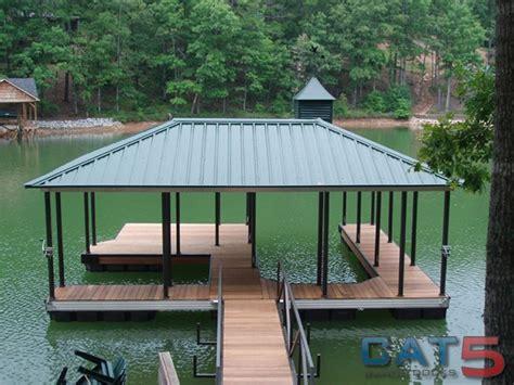 Floating Boat Garden Design by Best 25 Boat Dock Ideas On