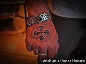 Kreuz Tattoo Arm : tattoovorlage wikinger kreuz 3d ~ Frokenaadalensverden.com Haus und Dekorationen