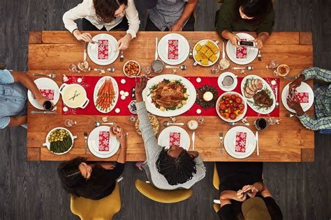 Get christmas dinner ideas for holiday main dishes, sides, desserts and drinks on bon appétit. Traditional English Christmas Dinner Menu / From apps to desserts, we've got christmas dinner ...