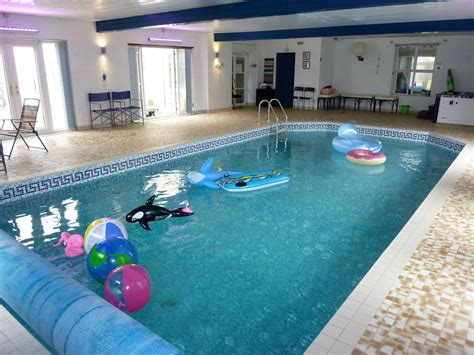 Hen Party House With Amazing Indoor Pool & Hot-tub