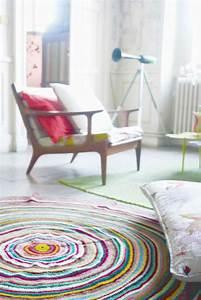 Schöne Teppiche Fürs Wohnzimmer : 30 runde teppiche und beispiele wie man den zimmer look vollendet ~ Whattoseeinmadrid.com Haus und Dekorationen