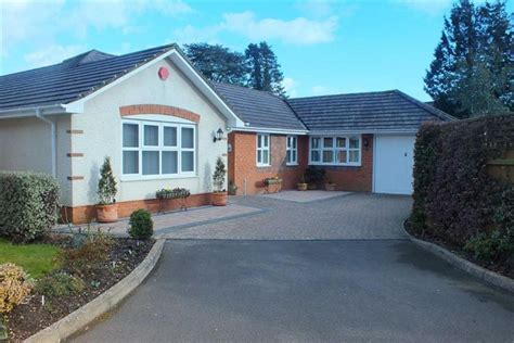 4 Bedroom Bungalow For Sale In Alexander Close, New Milton