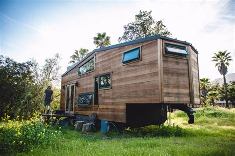 Tiny Häuser Schlüsselfertig by Solar Powered Tiny Home On Wheels Is Made From Reclaimed