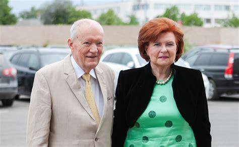 Vaira Vīķe-Freiberga ar vīru Dimanta kāzās saņem īpašu ...