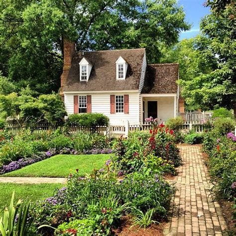 the beautiful gardens of colonial williamsburg offer