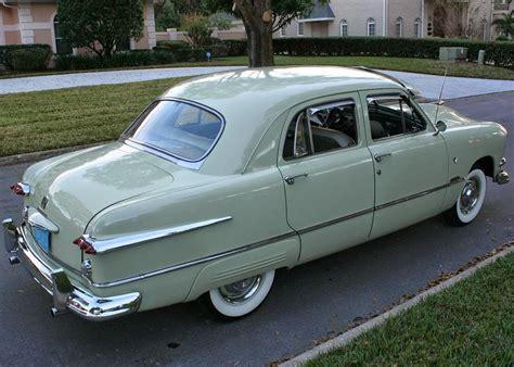 1951 Ford Custom Deluxe Fordor