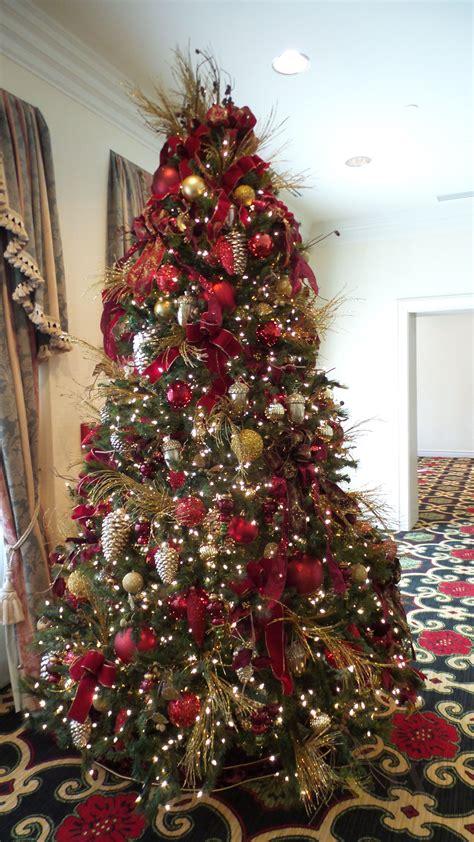 beautiful christmas tree    broadmoor hotel
