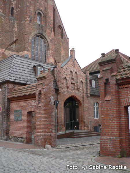 deutsches bernsteinmuseum im kloster ribnitz