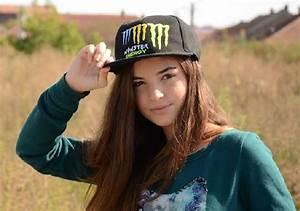BihorStiri ro O bihoreancă de 14 ani i-a dat pe spate pe