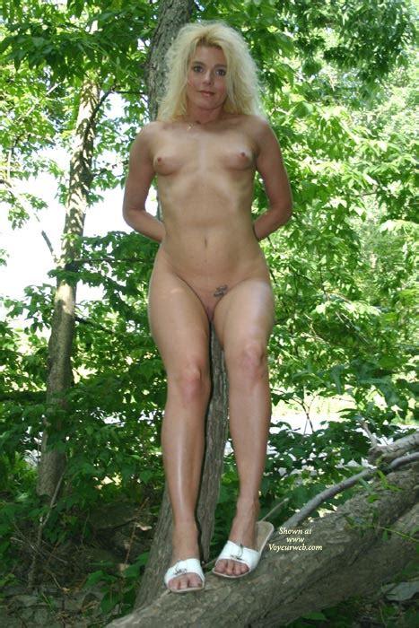 Full Frontal Nude In Tree March 2008 Voyeur Web Hall