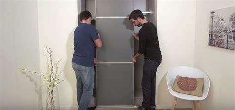 adhesif pour porte de placard cuisine portes de placard suspendues ou sur rail centimetre com