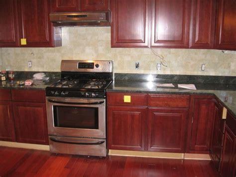 kitchen backsplash cherry cabinets kitchen tile backsplash ideas with cherry cabinets 5022