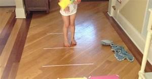 Spiele Für Kleinkinder Drinnen : bewegung f r drinnen kinder werfen ben zielen farben spiel kindergarten tagesmutter ~ Frokenaadalensverden.com Haus und Dekorationen