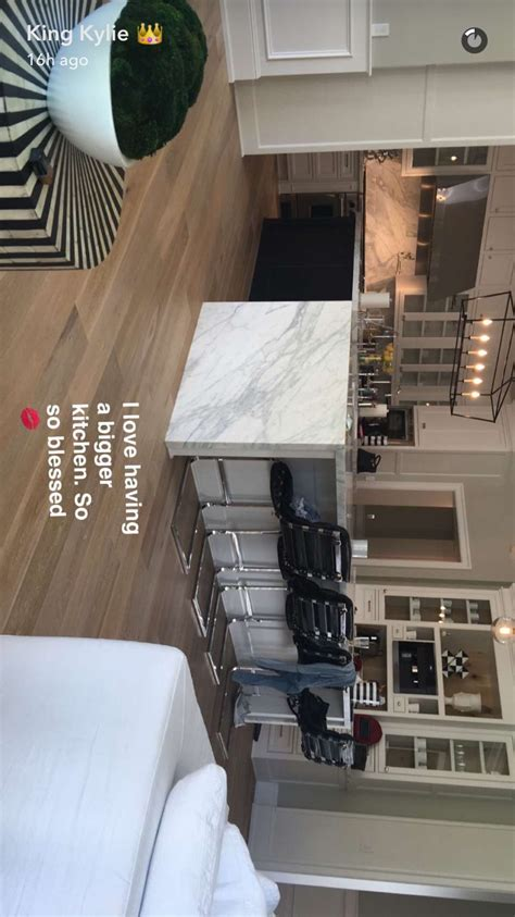 kylie jenner kitchen luxury bedding   jenner