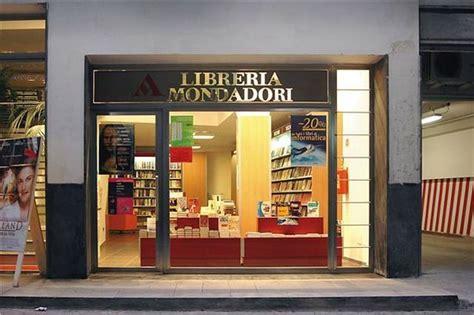 libreria mondadori napoli castellammare chiude la storica libreria mondadori di via
