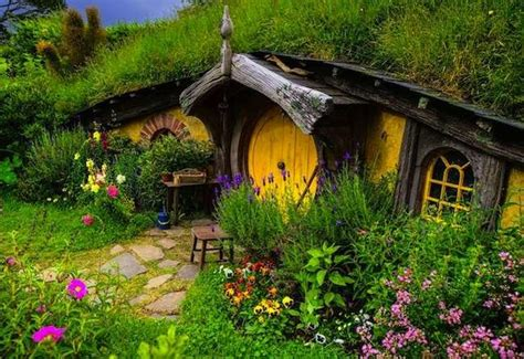 Underground House by Hobbit Houses To Make You Consider Moving Underground
