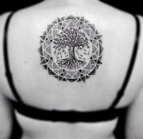 joli tatouage arbre de vie mandala sur le dos https