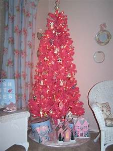 cute-and-beautiful-pink-christmas-tree-decorations