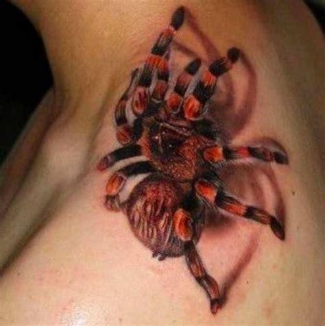 tatouage de toile d araignee mygale sur le cou