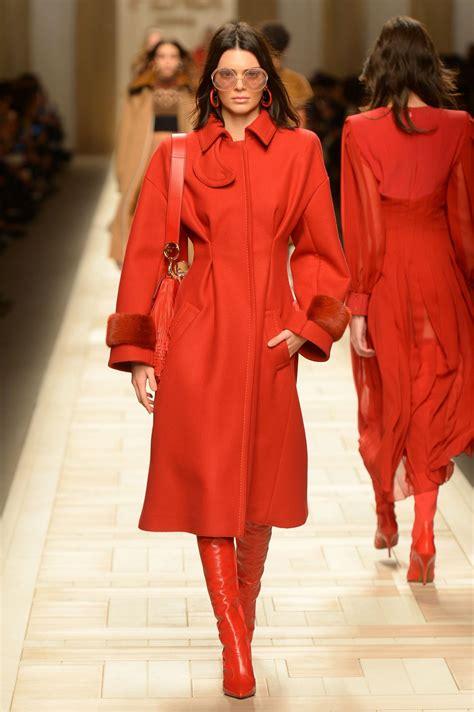 Kendall Jenner Supermodel Runway Walk at Milan Fashion ...