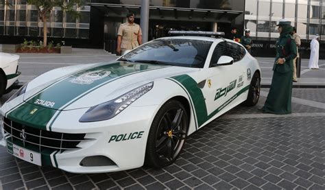 Fastest Cop Cars by Dubai Cops Fleet Of Hypercars Now Includes Fastest Carsifu