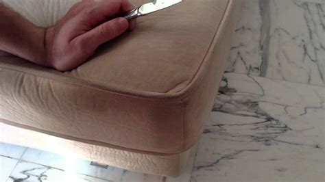 nettoyer un canapé en velours ras nettoyer du daim astuces de nettoyage