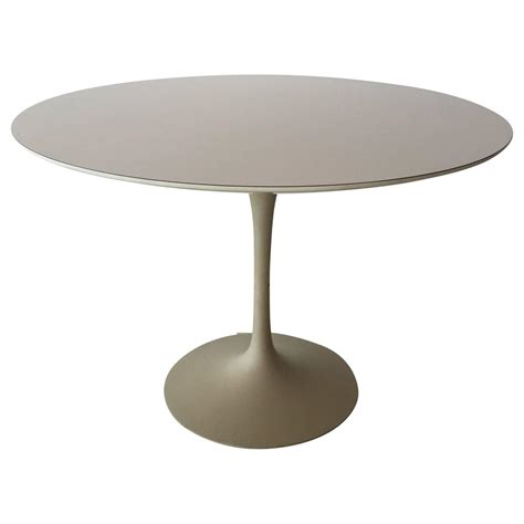 tulip table eero saarinen for knoll associates 39 tulip 39 dining table