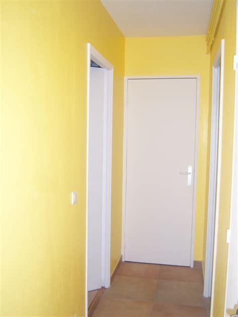 peinture r駭ovation cuisine délicieux image peinture cuisine 3 r233novation dun appartement 187 couloir en jaune soleil cgrio