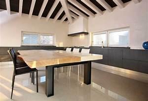 Tavoli e sedie su misura, in legno per salotti e cucine
